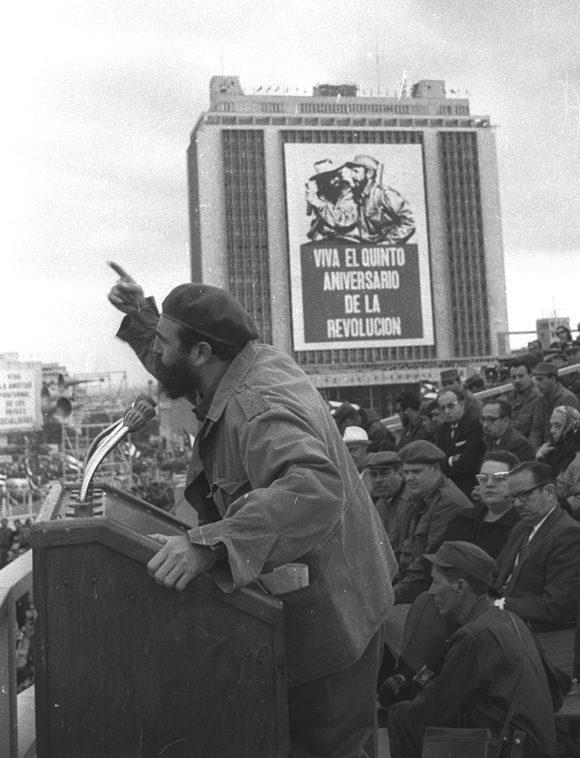 fidel-castro-5to-aniversario-triundo-revolucion-2-enero-1964-580x758