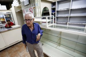 "A man reacts after he found an empty bakery in Caracas January 14, 2014. Venezuela's President Nicolas Maduro blames capitalist ""speculators"" for excessive price hikes, while critics say Venezuela's high inflation and shortages of many basic products symbolize the failure of socialist policies including strict currency controls. Bakers in the country don't have enough flour to make bread due to shortage of flour, according to Venezuela's Federation of Bakers. REUTERS/Jorge Silva (VENEZUELA - Tags: POLITICS FOOD BUSINESS)"