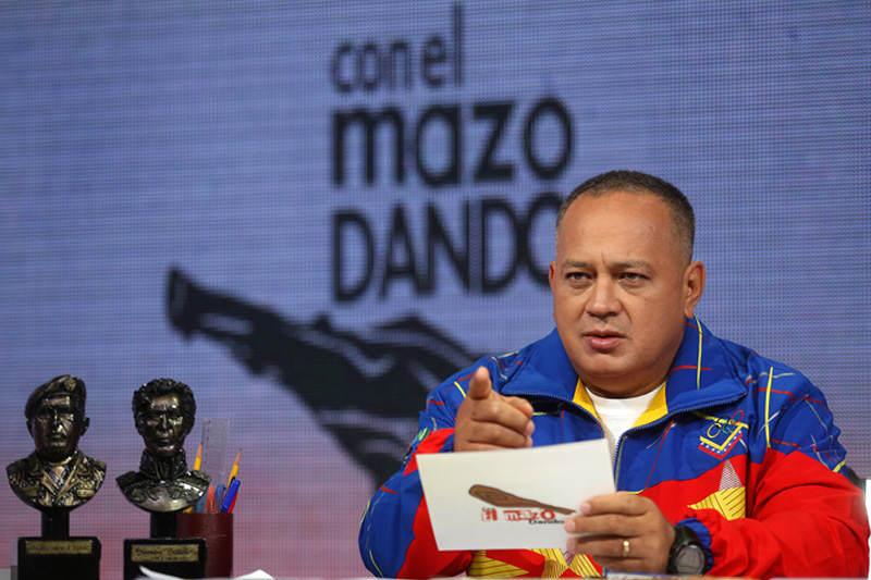 Diosdado-Cabello-Con-el-Mazo-Dando-800x533
