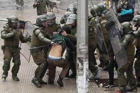 un muerto y mil detenidos por FEs 26082012 ANRed