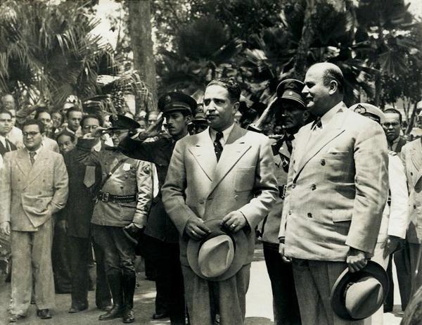 Leyenda: El presidente, Medina en un acto político.