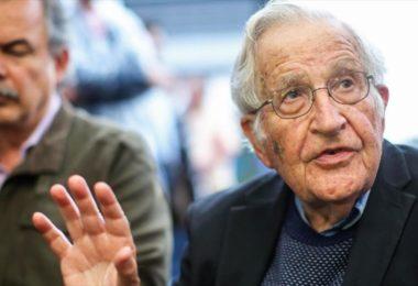 Chomsky-y-70-intelectuales-piden-a-Trump-no-intervenir-en-Venezuela