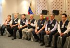 Leyenda: Los observadores internacional dando la rueda de prensa.