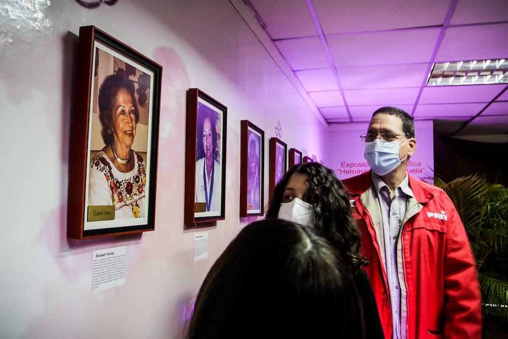 Elizabeth Tortosa homenajeada en galería Heroína de Venezuela + Fotos